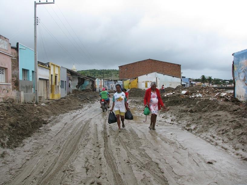 Atenção para doenças negligenciadas e enchentes