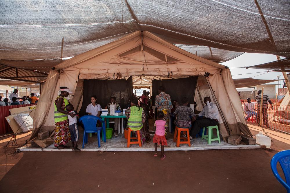 Clínica de MSF no campo de refugiados Cacanda em Angola, próximo à fronteira com a República Democrática do Congo, em julho de 2017. (Foto: Bruno Fonseca)