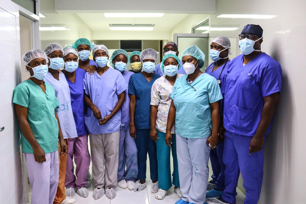 Terremoto no Haiti: equipe cirúrgica trabalha sem parar para atender feridos