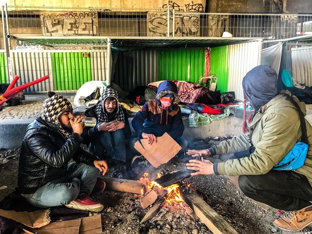 França : necessidade urgente de abrigos duradouros e soluções para migrantes