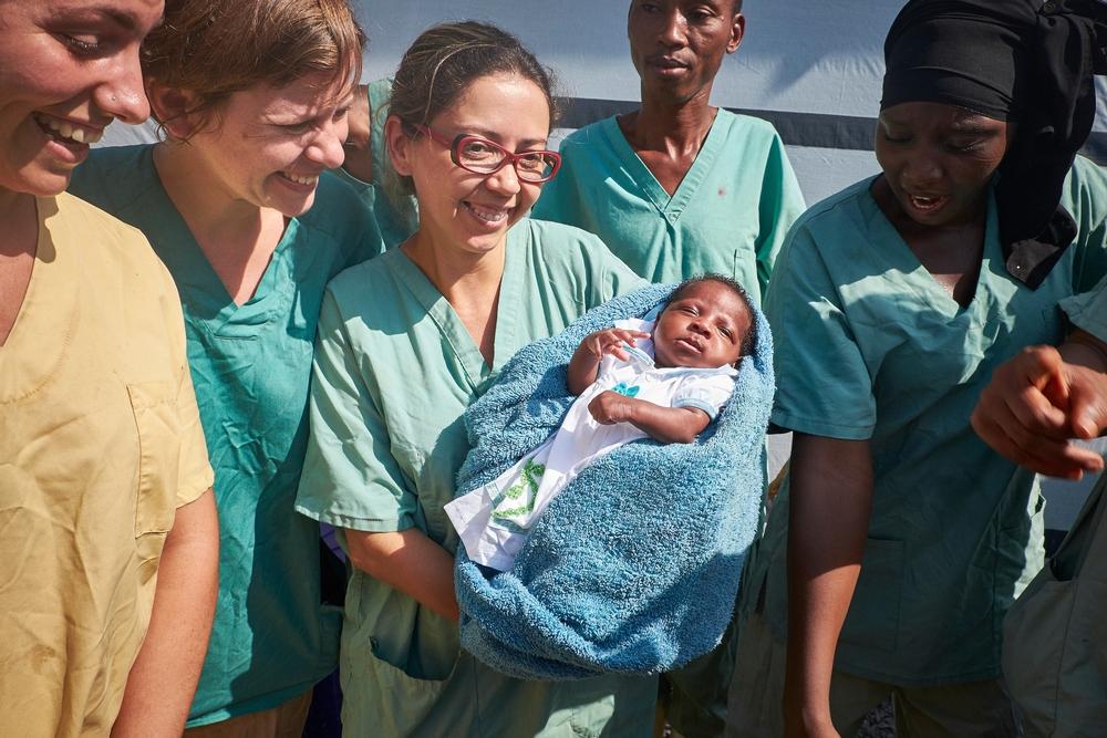 A Nubia enfermeira e a bebê Nubia
