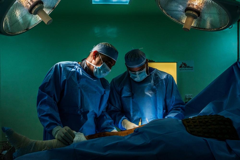 Guerras e conflitos em países vizinhos aumentaram o número de pessoas em busca de cuidados no hospital de cirurgia reconstrutiva de MSF em Amã
