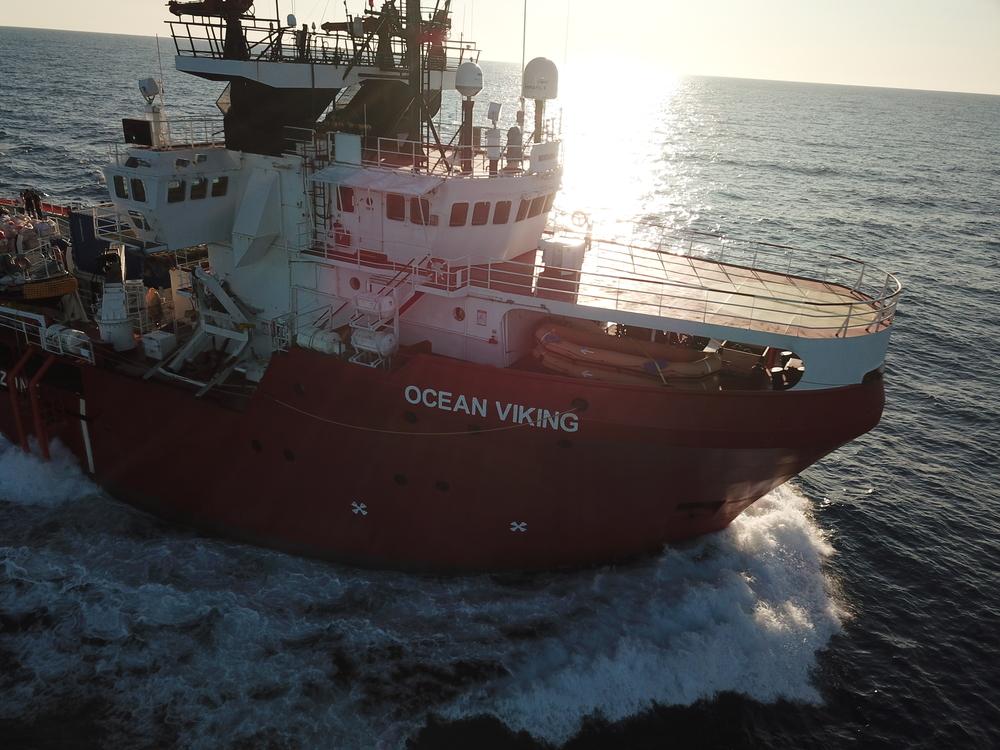 Sobreviventes resgatados pelo Ocean Viking poderão desembarcar em Lampedusa