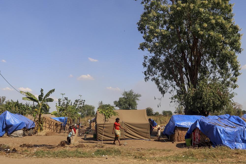 """""""Era como o fim do mundo"""" – Milhares são apanhados no fogo cruzado do conflito invisível no norte de Moçambique"""