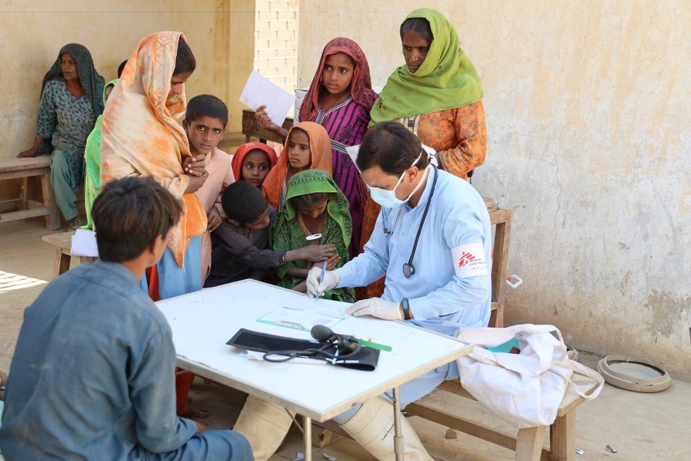 Clínicas móveis de MSF atendem milhares de pessoas após enchentes no Paquistão