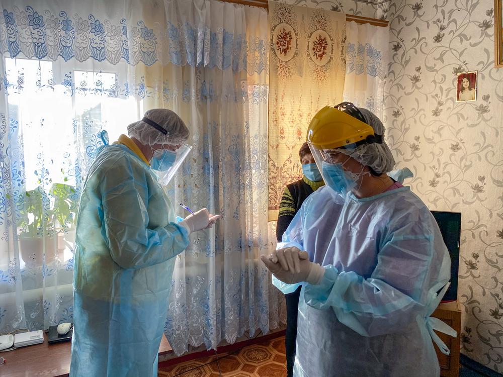 Ucrânia: idosos enfrentam barreiras no acesso a cuidados para COVID-19