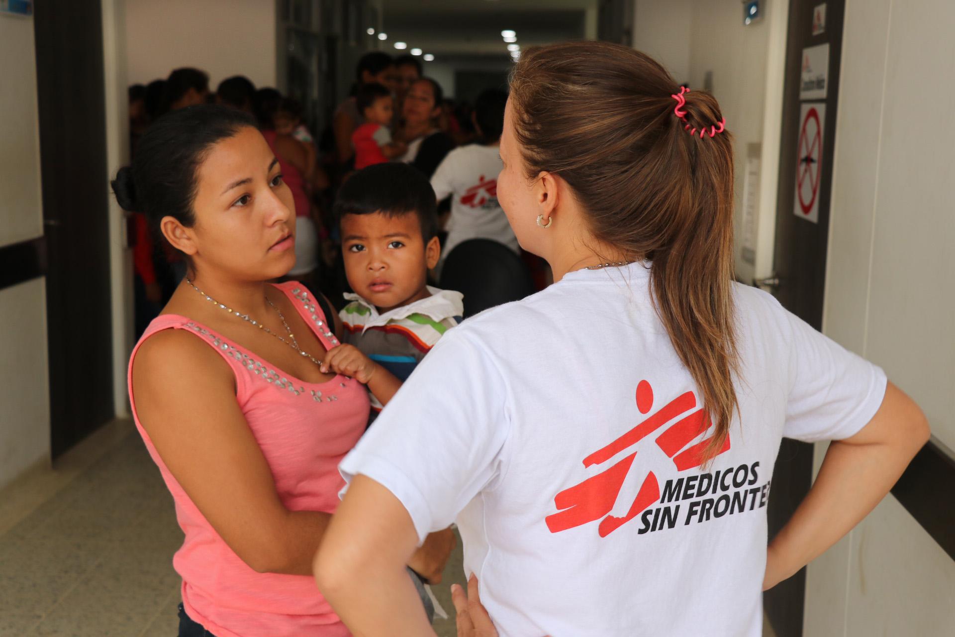 Migrantes venezuelanos enfrentam dificuldades de acesso aos serviços de saúde na Colômbia