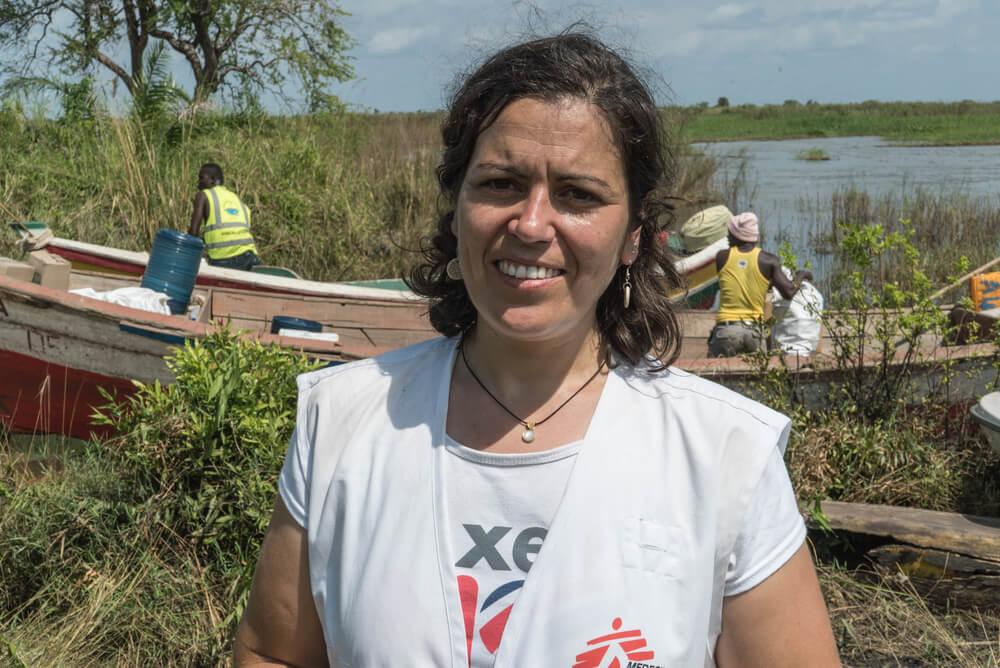 """Moçambique: """"Uma mulher andou de muletas por uma hora e meia para receber cuidados"""""""