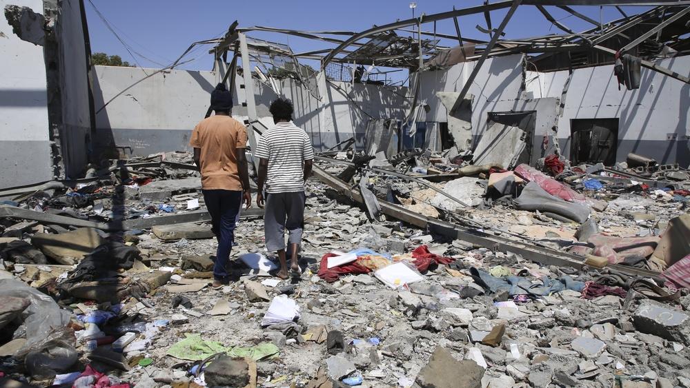 Sam Turner, coordenador de MSF na Líbia, fala sobre o ataque aéreo ao centro de detenção de Tajoura, na Líbia