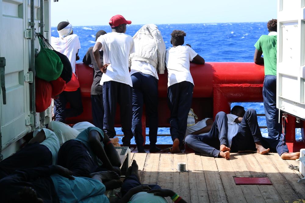 Stefanie, coordenadora da equipe médica a bordo do Ocean Viking, descreve um dia na clínica do navio