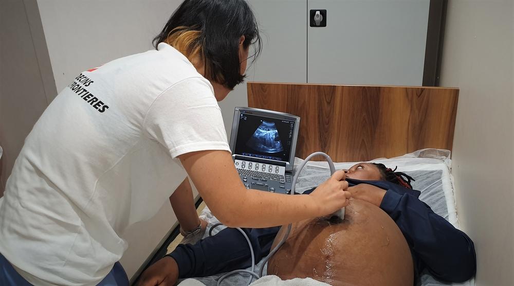 Por complicações médicas, mulher grávida é evacuada do navio Ocean Viking