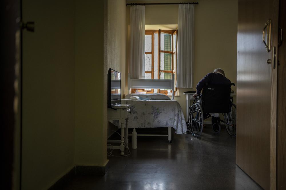 Muitas pessoas estão morrendo de COVID-19 sozinhas, assustadas e em péssimo estado