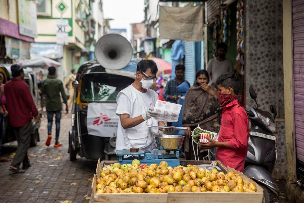 MSF atua para conter coronavírus em comunidades superlotadas de Mumbai, na Índia