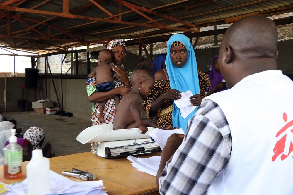 """""""Tratando crianças o mais rapidamente possível e próximo às comunidades no Níger"""""""