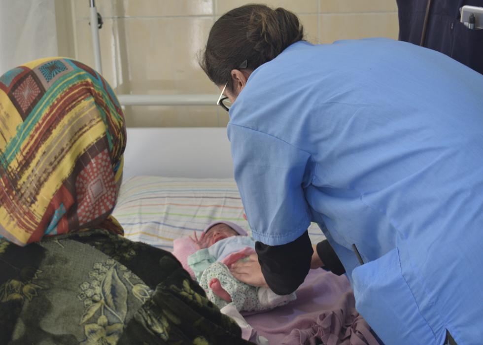 O trabalho de uma pediatra em meio a um cenário de destruição e esperança