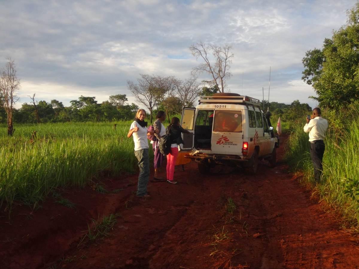 Profissionais de MSF na Tanzânia (Foto: MSF)