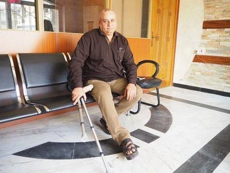 O paciente Mudhafar Abdulwahid Khaleefa no hospital de cirurgia reconstrutiva de MSF em Amã