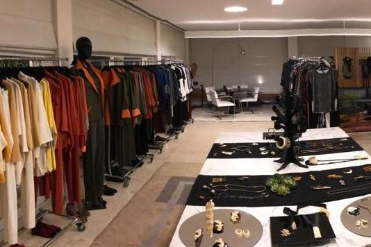 A estilista Maria Helena Cabral organizou um bazar solidário para arrecadar doações através da venda de peças produzidas por ela. A ação destinou o valor de R$ 23.500,00 para os projetos de MSF.