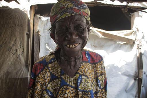 Maryam Sofo é uma viúva de 80 anos, que agora vive em um campo para pessoas deslocadas em Bama.