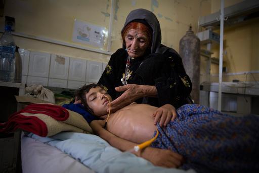 Ala pediátrica do hospital Boost, na província de Helmand, Afeganistão (Foto: Paula Bronstein/Getty Reportage)