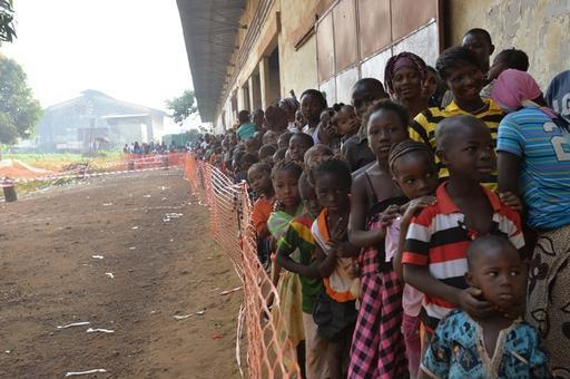 Campanha de vacinação contra o sarampo durante epidemia da doença na Guiné (Foto:  Ikram N'gadi)