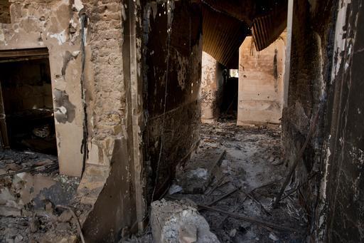 Um interior queimado e muitos escombros é tudo o que resta do hospital bombardeado de MSF