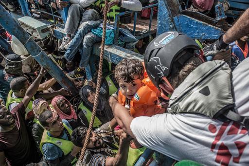 Em oito meses de operações, 20.129 pessoas foram resgatadas. (Foto: Francesco Zizola/NOOR)