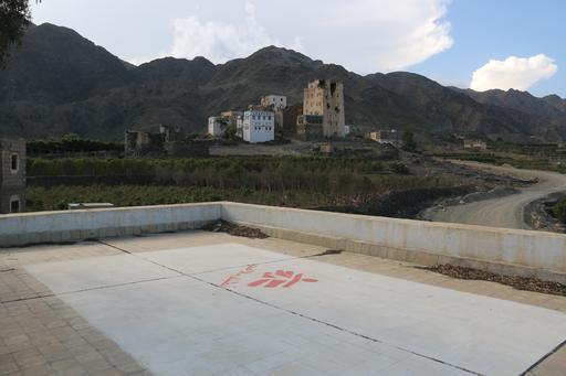 Hospital antes da destruição. Cobertura da instalação podia ser claramente identificada pelo logo de MSF (Foto: Yann Geay/MSF)