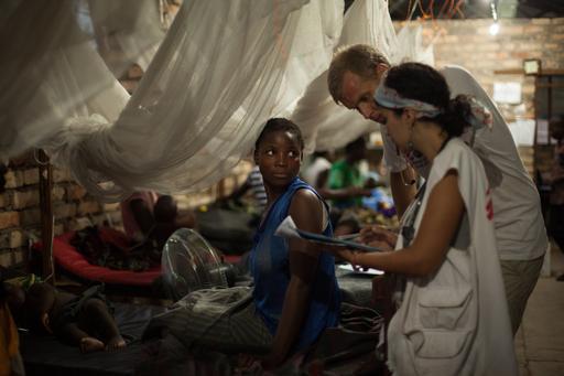 De abril a novembro de 2015, MSF vacinou 962.900 crianças com idades entre seis meses e 15 anos em Katanga e arredores. (Foto: Leonora Baumann/hanslucas.com)