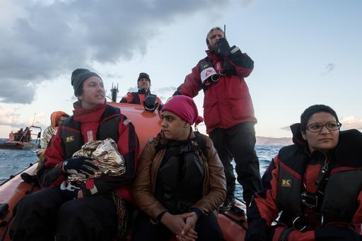 Equipes de MSF e do Greenpeace se aproximam do porto Molyvos após o resgate de 13 pessoas na costa de Lesbos, na Grécia (Foto: Borja Ruiz Rodriguez/MSF)