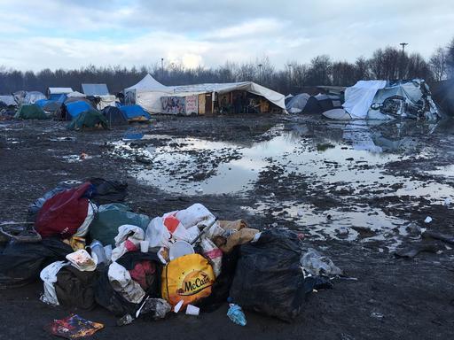 As condições de vida no acampamento anterior em Grande-Synthe eram extremamente precárias (Foto: Stéphane Roques/MSF)