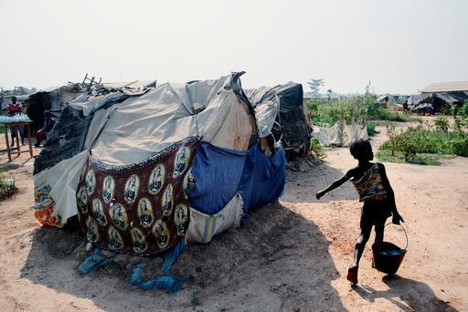 Tendas improvisadas do acampamento de Mpkoko, em Bangui, capital da RCA (Foto: Luca Sola)