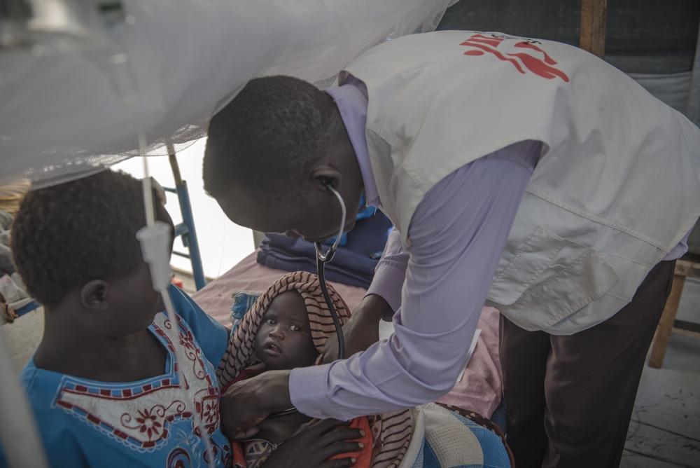 MSF assiste população sul-sudanesa deslocada pelo conflito no estado do Alto Nilo (Foto: Yann Libessart/MSF)