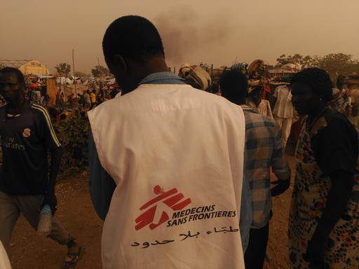 Equipes médicas de MSF trabalharam durante a noite para atender os feridos em Malakal (Foto: MSF)