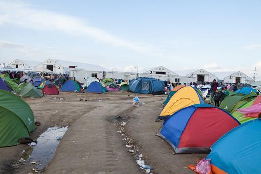 Barracas fornecidas por MSF estão distribuídas pelo acampamento de Idomeni (Foto: Alex Yallop/MSF)
