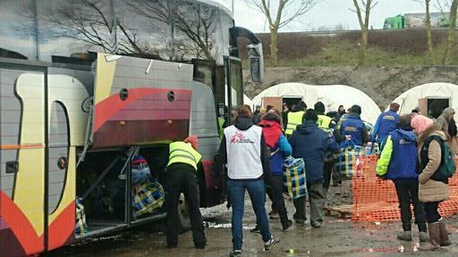 Pessoas chegando ao acampamento de Grande-Synthe em março de 2016 (Foto : Rapahël Etcheberry)