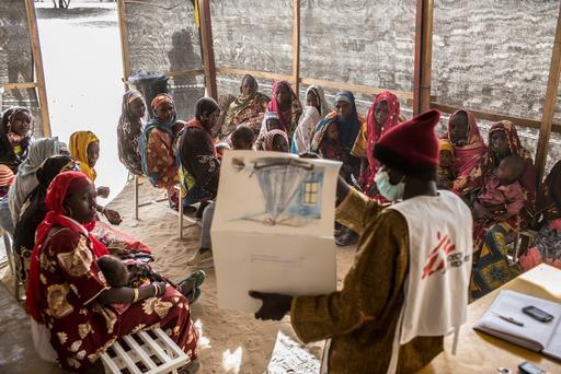 Uma das atividades em resposta à crise é o apoio ao principal centro de saúde materno-infantil em Diffa, na Nigéria (Foto: Sylvain Cherkaoui / Cosmos for MSF)