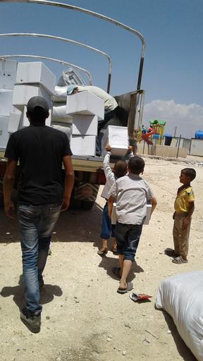 Distribuição de itens de primeira necessidade para famílias recém-deslocadas no distrito de Azaz (Foto: MSF)