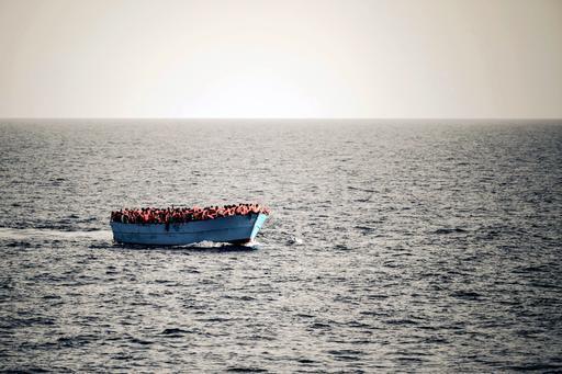 Mediterrâneo: botes muito pequenos podem levar centenas de pessoas de uma só vez (Foto: Johannes Moths / MSF)