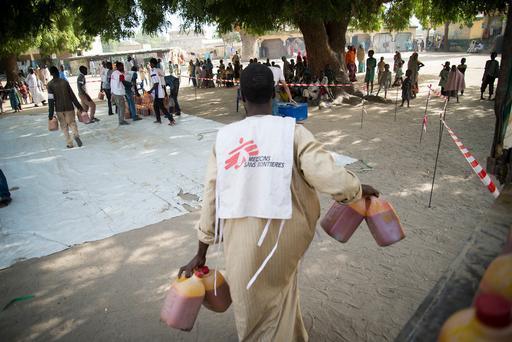 Distribuição de alimentos conduzida por MSF em Maiduguri, na Nigéria (Foto: Aurelie Baumel / MSF)