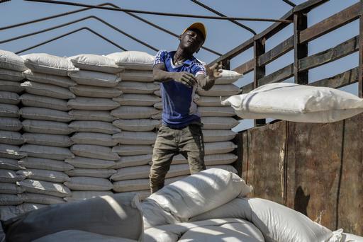 Distribuição de alimentos para população internamente deslocada em Maiduguri (Foto: Aurelie Baumel/MSF)