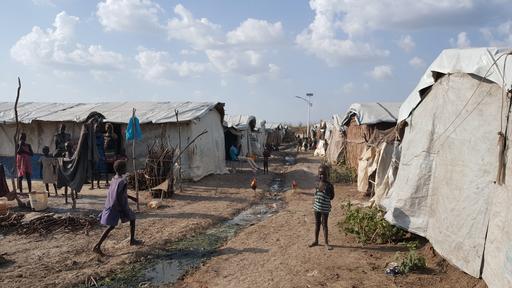 Crianças brincam no complexo de Proteção de Civis da ONU em Bentiu (Foto: Amandine Colin / MSF)