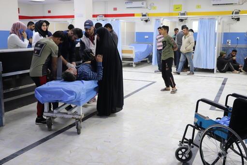 A sala de emergência do hospital Imam Ali, em Bagdá, recebe um número elevado de pacientes: no ano passado, eram atendidos cerca de 700 pacientes por dia. (Elisa Fourt/MSF)