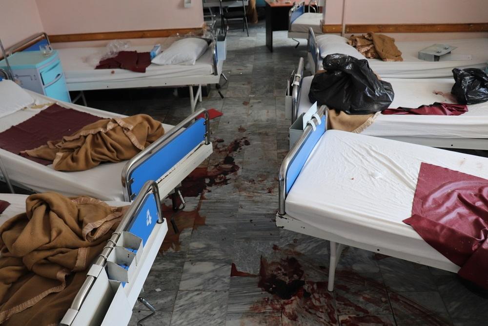 Afeganistão: ataque revoltante contra mulheres grávidas e bebês