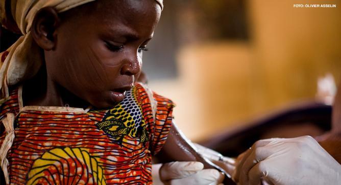 A meningite meningocócica é uma forma altamente infecciosa da bactéria da meningite e consiste em inflamações das meninges. A vacinação é a maneira mais eficaz de limitar sua disseminação. Médicos Sem Fronteiras trata e vacina milhares de pacientes.