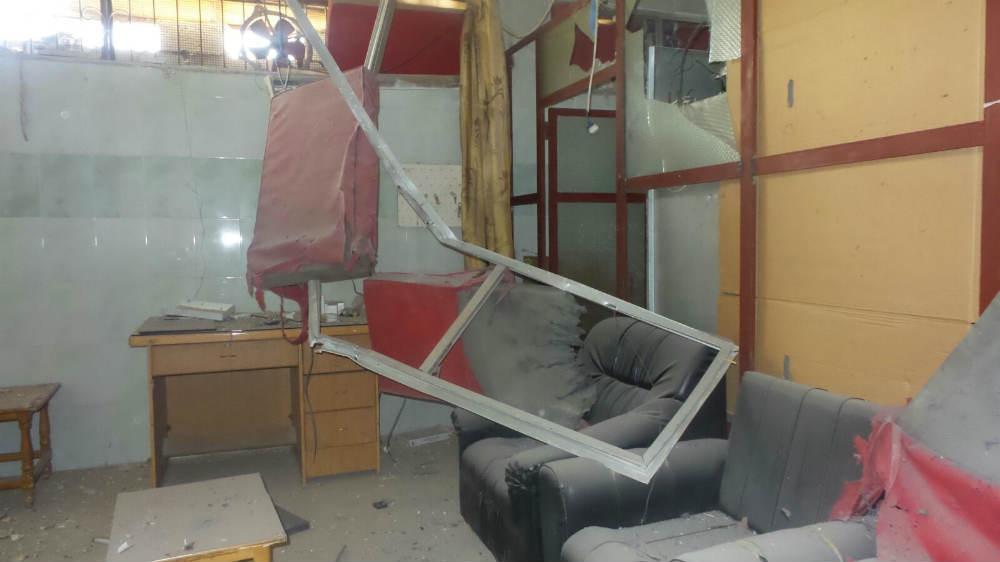 Interior do hospital danificado após os ataques aéreos (Foto: MSF)