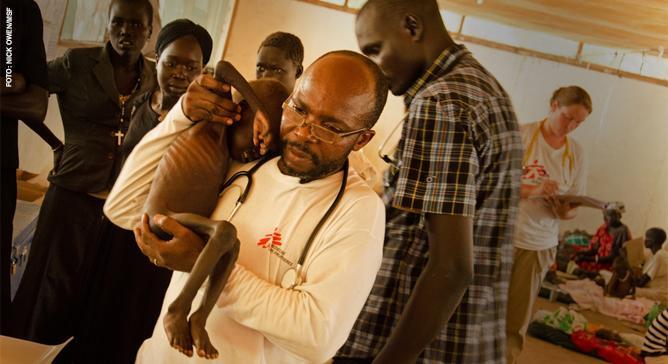 A desnutrição afeta principalmente crianças e resulta da falta de nutrientes, vitaminas e minerais. Em lugares onde pode se tornar grave, a abordagem de Médicos Sem Fronteiras é preventiva. MSF já incluiu mais de 340 mil crianças em programas nutricionais