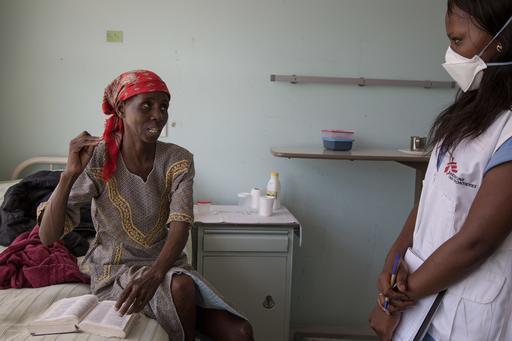 """MSF destaca a relevância do uso dos dois novos medicamentos para o tratamento das cepas resistentes a medicamentos da doença na Suazilândia """"Eu estou curada. Nem minhas pernas me incomodam mais. Agora, posso andar perfeitamente. Ando pelo hospital, saio p"""