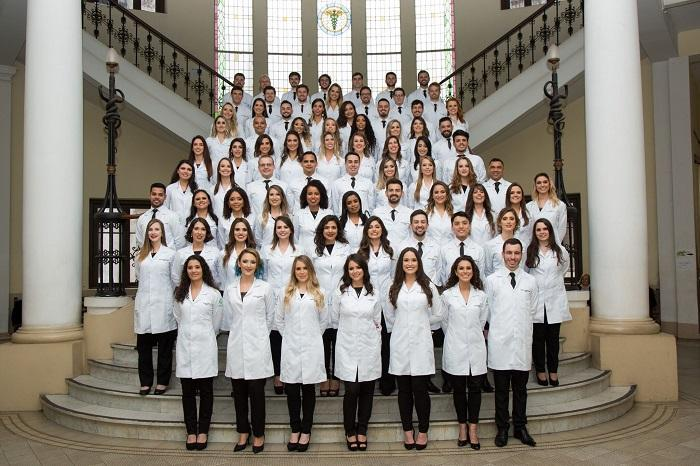 Os formandos da turma de Medicina 2018.1 da UFRGS comemoraram a formatura de uma maneira muito especial. Aproveitaram a ocasião para pedir doações para MSF, mobilizando amigos e familiares. Valor arrecadado: R$ 1.254,00