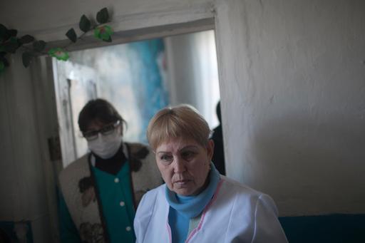 A enfermeira de MSF Svetlana em centro de saúde em Donetsk, onde MSF administrava clínica móvel
